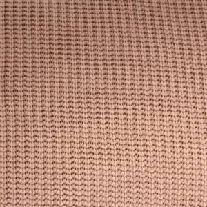 Bilde av Grovt strikket stoff i bomull, gammelrosa